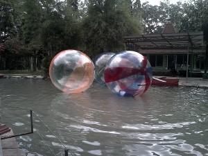Wahana Water Ball Taman Kyai Langgeng